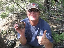 Glorieta Expeditions - Jim Strope finds a 1.3kg meteorite on May 2008 hunt.